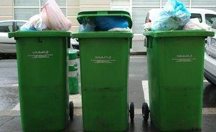 En France, chaque habitant produit 374 kg de déchets annuels.