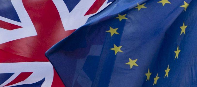 Le gouvernement britannique exhorte l'UE à renégocier l'accord sur le Brexit