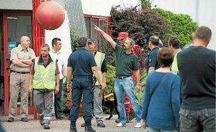 Deux cents fonctionnaires de police aidés de chiens pisteurs et de sapeurs-pompiers recherchent les deux cousins.