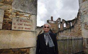 """A 86 ans, Robert Hébras, l'un des deux derniers survivants du massacre d'Oradour-sur-Glane (Haute-Vienne), incarne la mémoire vivante des 642 victimes tuées le 10 juin 1944 par des SS, afin """"qu'on ne les oublie pas""""."""