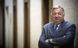 Gérard Larcher a remporté mercredi dès le 1er tour la primaire UMP pour la présidence du Sénat, qui devrait donc lui revenir le 1er octobre lors du vote de la Haute assemblée, puisque la droite y est majoritaire, a annoncé le groupe sénatorial UMP.