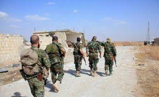 Des soldats syriens près de l'aéroport militaire de Kweyris, dans la province d'Alep, le 16 octobre 2015