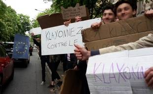 Les lycéens de Buffon (15e) ont invité ce mardi les automobilistes à klaxonner pour dire non au FN