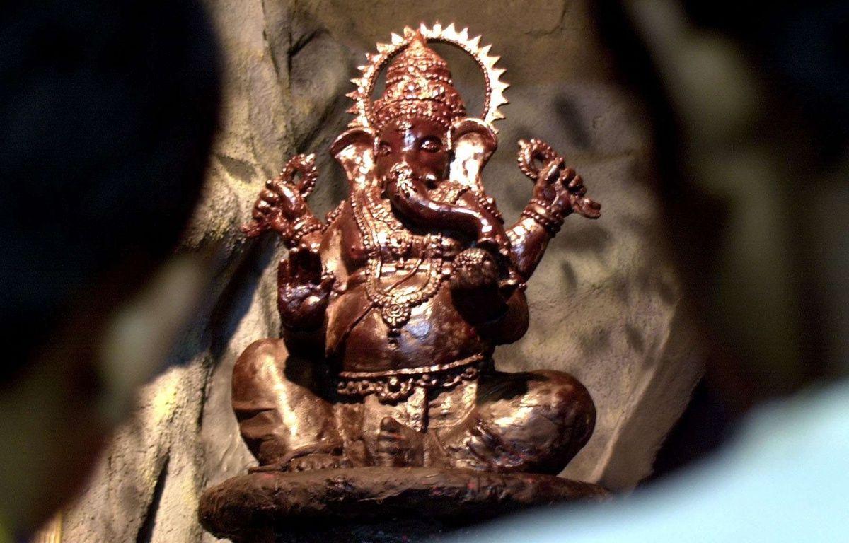 Une statue de la divinité hindou Ganesh faite avec 50 kilos de chocolat pour le festival Ganesh Chaturthi  à Bombay –  RAJESH NIRGUDE/AP/SIPA