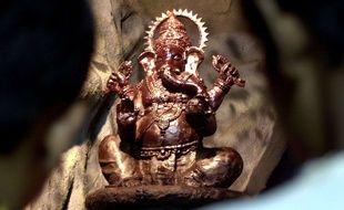 Une statue de la divinité hindou Ganesh faite avec 50 kilos de chocolat pour le festival Ganesh Chaturthi  à Bombay