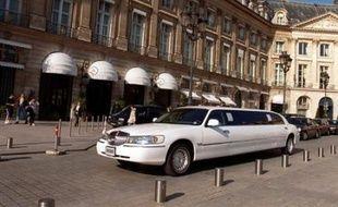 Le gouvernement français envisage de taxer l'hôtellerie de luxe pour financer la restauration d'un patrimoine français qui se dégrade, a indiqué la ministre de la Culture Christine Albanel citée lundi par le quotidien Le Figaro.