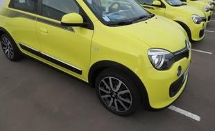 Noir, bleu, jaune ou rouge : Renault invite les femmes à choisir un vernis à ongles assorti à la couleur de la voiture.