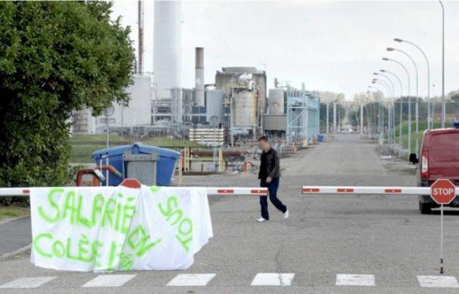 La raffinerie de Petit-Couronne du groupe suisse Petroplus.