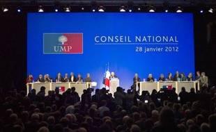 """François Fillon a appelé samedi les membres du Conseil national de l'UMP à la mobilisation avant une élection présidentielle qui """"reste imprévisible"""" et récompensera le """"parti le plus décidé à aller chercher la victoire""""."""