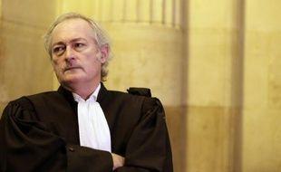 La cour d'appel de Paris a renvoyé jeudi au 11 et 12 avril le procès en appel de la cavale d'Yvan Colonna, comme l'avaient demandé les avocats de la défense après l'assassinat de Me Antoine Sollacaro, lors d'une très brève audience où un hommage a été rendu à l'avocat.