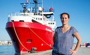 Sophie Beau, ici devant l'Ocean Viking, est la cofondatrice de SOS Méditerranée