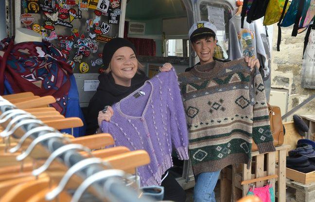 Seule règle à respecter pour le concours de pulls moches : porter un pull vintage et tricoté.