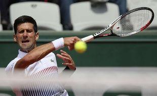 Novak Djokovic remporte son duel contre le Portugais Joao Sousa, Roland Garros, le 31 mai 2017.