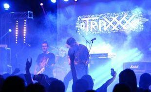 """Le groupe Traxxx, joue à l'occasion du """"Fest 213"""" dédié au rock et au métal, le 7 novembre 2015 à Constantine, en  Algérie"""