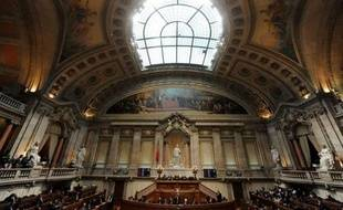 Le Parlement portugais a adopté mercredi en première lecture le budget d'une rigueur sans précédent présenté par le gouvernement socialiste minoritaire pour 2011, grâce à l'abstention de l'opposition de centre-droit.
