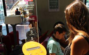 Le distributeur d'histoires courtes est installé ce mois de septembre en gare de Toulouse-Matabiau.