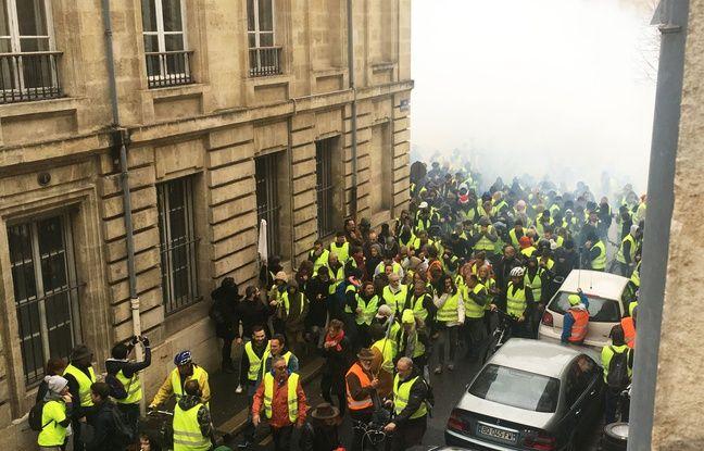 Plusieurs «gilets jaunes» ont dû se réfugier dans les rues autour de la place Pey-Berland pour fuir les gas lacrymogènes.