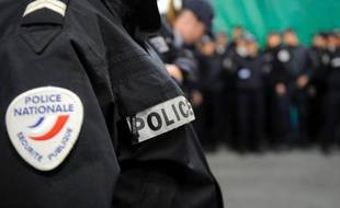 Deux hommes, dont l'un âgé d'une vingtaine d'années, ont été blessés par balles dimanche matin dans le centre-ville de Marseille, a-t-on appris de source proche de l'enquête.