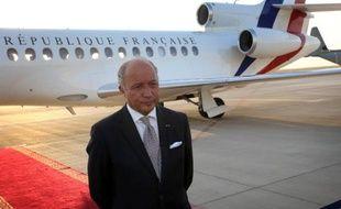 Le ministre français des Affaires étrangères, Laurent Fabius, le 10 août 2014 à l'aéroport d'Erbil, en Irak