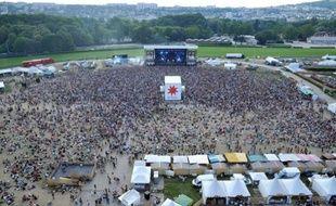 Des milliers de personnes rassemblées au Festival Solidays le 27 juin 2010 à Paris.