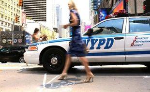 La majorité des New-Yorkais estime que la police favorise les Blancs, tandis que les Noirs sont particulièrement critiques vis-à-vis d'une procédure qui permet aux policiers d'arrêter quelqu'un dans la rue pour palper ses vêtements, selon un sondage paru mardi.