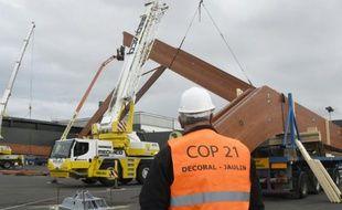 Travaux de construction d'un site de la COP21 le 6 octobre 2015 au Bourget