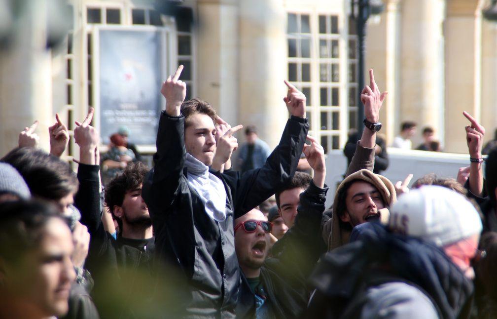 La manifestation contre la loi Travail a été tendue à Rennes, où les manifestants et les forces de l'ordre se sont fait face. - C. Allain / APEI / 20 Minutes