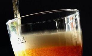 Au comptoir ou en salle, le demi de bière pourrait se payer plus cher, le gouvernement souhaitant augmenter l'une des taxes sur cette boisson alcoolisée, provoquant la colère des patrons de bistrots, qui y voient un nouveau danger pour un secteur déjà fragilisé par la crise.