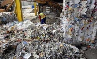 Une usine de recyclage de papier et carton en Seine-Saint-Denis.