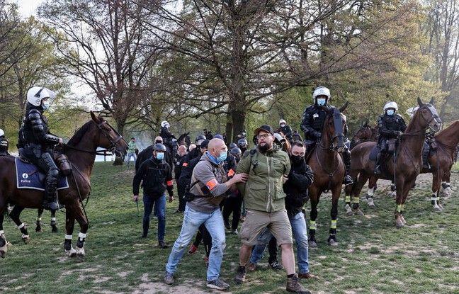 648x415 policiers belges interpellent participants boum 2 bruxelles fete lancee reseaux sociaux protester contre restrictions liberte liees covid 19