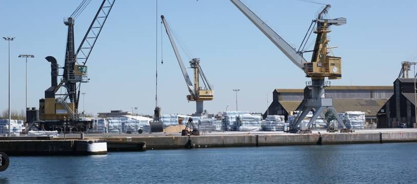 Le port de Saint-Malo ici sur la façade industrielle.