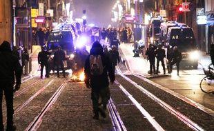 Les forces de l'ordre étaient présences cours Alsace-Lorraine à Bordeaux samedi soir.