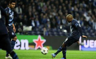 Yacine Brahimi s'apprête à crucifier sur coup franc le gardien du FC Bâle, en 8e de finale de Ligue des champions.