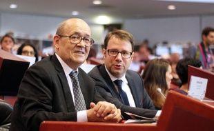 Jean-Yves Le Drian et Loïg Chesnais-Girard, le 22 juin 2017 à Rennes lors de la passation de témoin comme président de la région Bretagne.