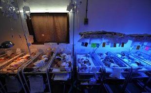 """La Garde civile espagnole a annoncé mercredi avoir découvert un réseau de """"bébés volés"""", nés au Maroc ou dans l'enclave espagnole de Melilla dans les années 1970 et 80, et vendus entre 1.200 et 6.000 euros."""