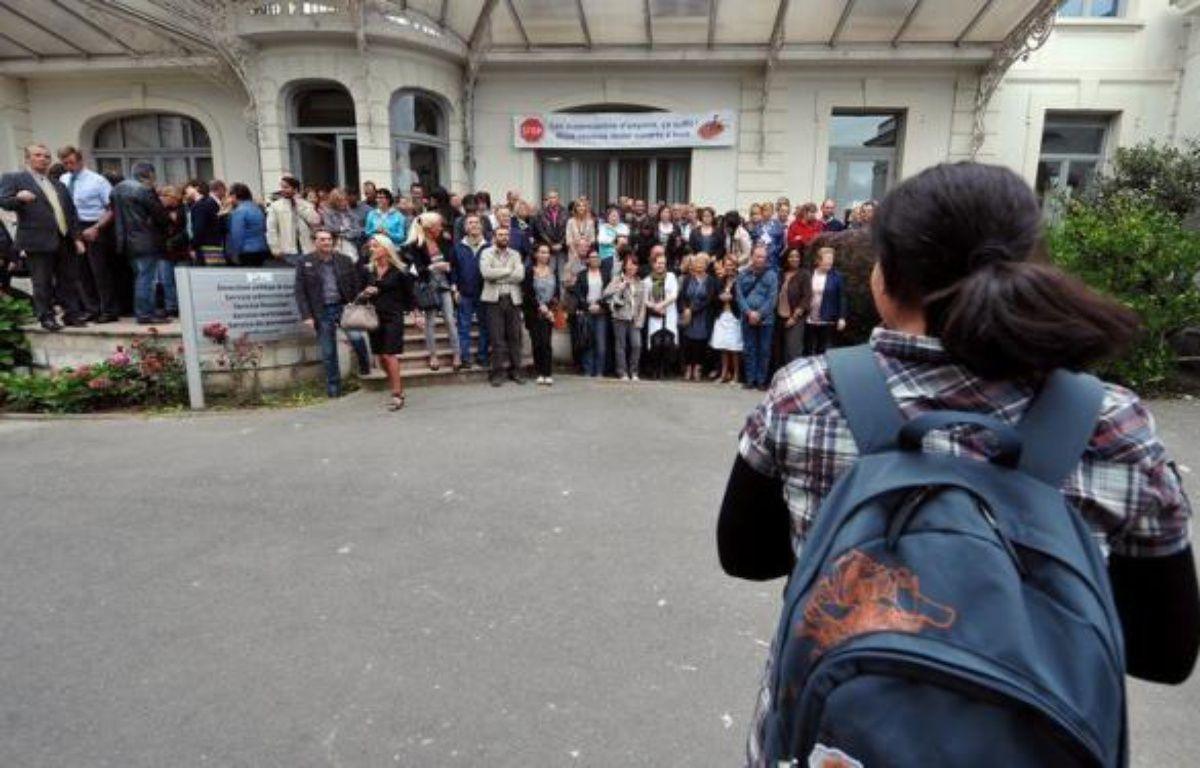 """La région Ile-de-France va diminuer ses aides aux lycées privés, décision qui prendra effet à la rentrée 2013 avec l'arrêt de la prise en charge de la gratuité des manuels scolaires, en revenant à ce que lui impose """"strictement la loi"""", a indiqué vendredi Henriette Zoughebi, vice-présidente en charge des lycées. – Philippe Huguen afp.com"""