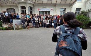 """La région Ile-de-France va diminuer ses aides aux lycées privés, décision qui prendra effet à la rentrée 2013 avec l'arrêt de la prise en charge de la gratuité des manuels scolaires, en revenant à ce que lui impose """"strictement la loi"""", a indiqué vendredi Henriette Zoughebi, vice-présidente en charge des lycées."""