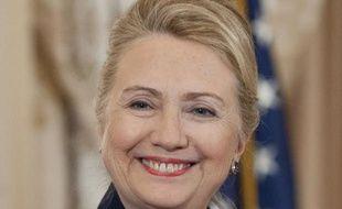 """La secrétaire d'Etat américaine Hillary Clinton, hospitalisée à New York, a un caillot de sang situé entre le cerveau et le crâne mais ses médecins assurent que cela n'a eu aucun impact neurologique et tablent sur un """"rétablissement complet""""."""