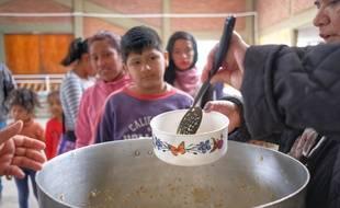 En raison de la situation économique en Argentine, des centaines d'écoles ouvrent leurs portes pour accueillir des milliers d'enfants pour leur servir à manger. Ici à l'école de Salta, le 25 septembre 2019.