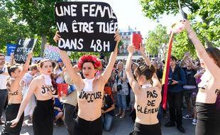 Lors d'un rassemblement contre les féminicides