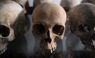 Le prêtre est accusé d'avoir fourni des vivres aux miliciens ayant tué des Tutsi dans son église