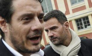 Jérôme Kerviel (D) et son avocat David Koubbi à leur arrivée le 15 juin 2016 au tribunal à Versailles