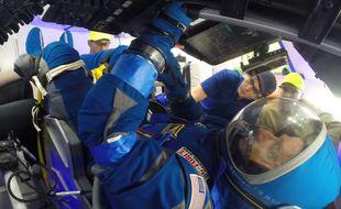 La nouvelle combinaison spatiale destinée aux astronautes qui prendront place à bord de la capsule CST-100 Starliner a été dévoilée le 26 janvier 2017 par Boeing.