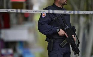 Un policier espagnol dans une rue de Madrid le 11 avril 2016
