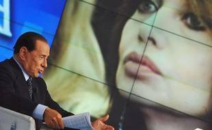 Silvio Berlusconi, lors d'une émision sur la RAi le 5 mai 2009, s'explique sur les accusations faites par sa femme sur de supposées relations avec une jeune fille de 18 ans.