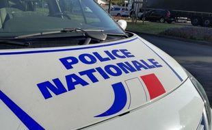 Les policiers ont intercepté la trop jeune conductrice, dont la voiture venait d'être percutée par un autre véhicule. Illustration.
