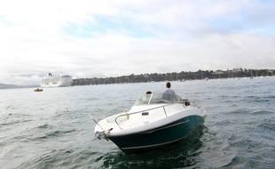 Illustration d'un bateau de plaisance, ici entre Dinard et Saint-Malo.