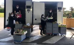 Confinement oblige, à Avranches, les commerçants de L'Avenue, une halle qui réunit huit petits commerces de bouches, se sont lancés dans la livraison.