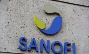 Le logo de Sanofi sur les murs du siège de l'entreprise à Paris.