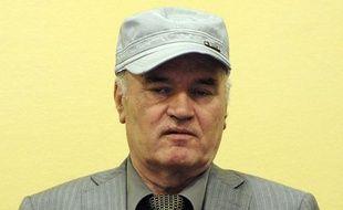 """L'ancien chef militaire des Serbes de Bosnie, Ratko Mladic, hospitalisé jeudi matin à la suite d'un malaise lors d'une audience devant le Tribunal pénal international pour l'ex-Yougoslavie (TPIY) """"va mieux"""" mais restera hospitalisé vendredi, a annoncé son avocat à l'AFP."""